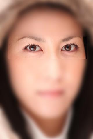 目が印象的な彼女、ちゃんとキャッチライトを入れてあります。 もともと綺麗な方ですが、より魅力が増幅しています。
