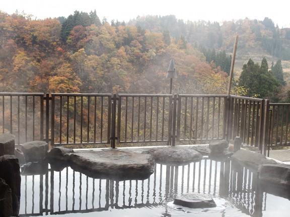 露天風呂からの紅葉