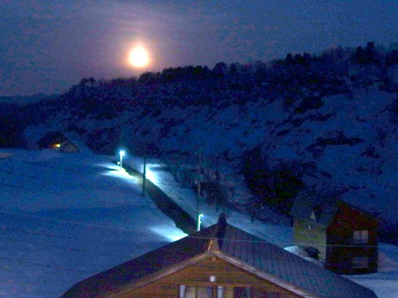 除雪をしながら見た満月