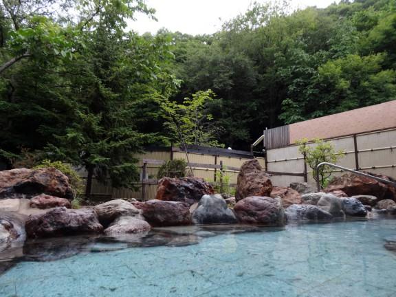 巨大な露天風呂も大きな魅力にはなりますが、運用経費は膨大です。