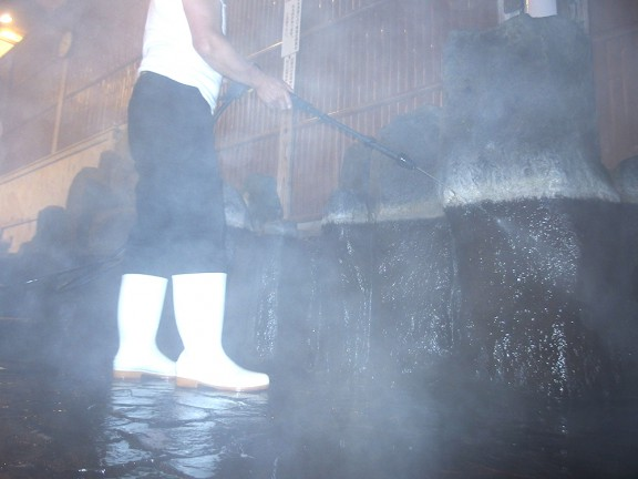 最後は高圧洗浄で洗い流します。