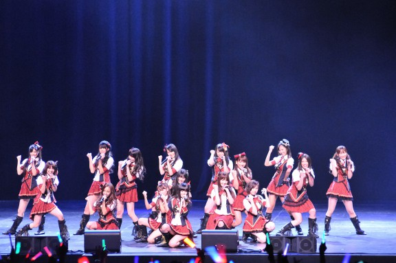 AKB48_members_at_the_J!-ENT_LIVE