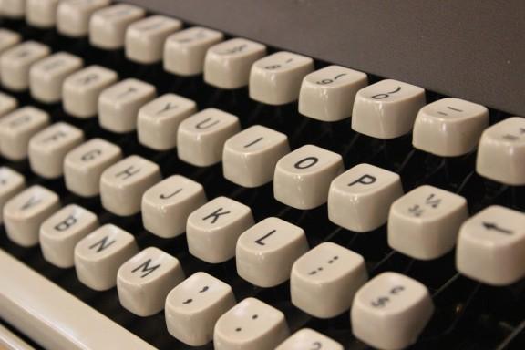 typewriter-354621_960_720